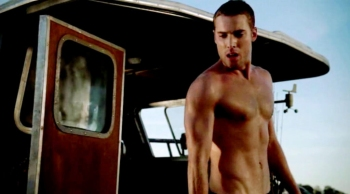 dustin milligan shirtless shark night 3d